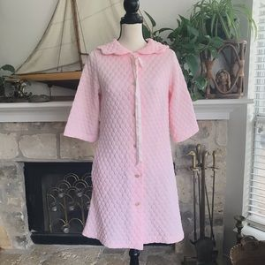 Vintage quilted baby pink scalloped housecoat